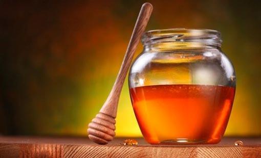 العسل والقشطة مغذيان للبشرة أيضاً