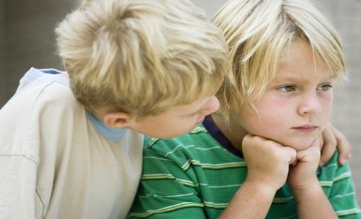 مساعدة الأشقاء على التعامل مع الغيرة
