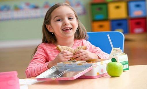 مع بداية العام الدراسي الجديد.. نصائح غذائية للطفل