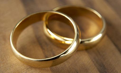 المتزوجون السعداء.. بعيدون عن الأمراض