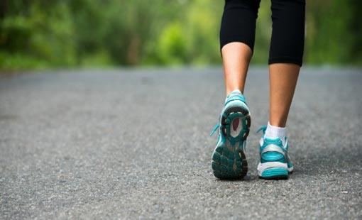 أيهما تفضلين.. المشي البطيء أم السريع؟