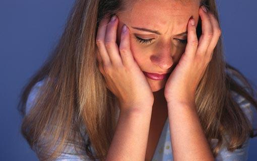 المرأة أكثر تحملاً للألم لكنها أكثر بكاءً!