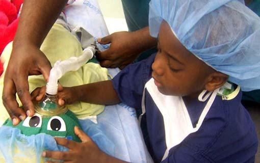 كيف تهيئين طفلك نفسياً لعملية جراحية؟