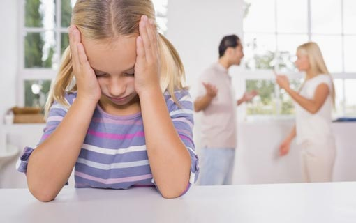 الخلافات الزوجية تدمر الأطفال