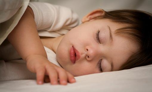 شروط النوم الصحي للطفل