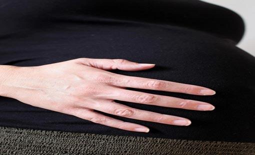 «الحمل في الخمسين» حلم يستفز الأمومة