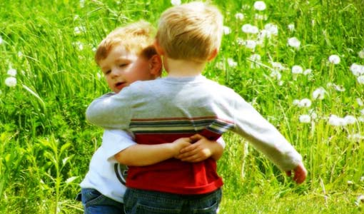 كيف تحولين طفلاً خجولاً إلى فراشة اجتماعية؟