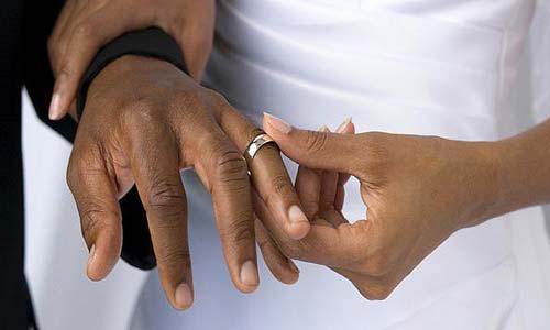 لماذا لا تطلب المرأة يد الرجل؟