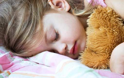مشكلات النوم عند الأطفال.. الحلول تربوية بالدرجة الأولى