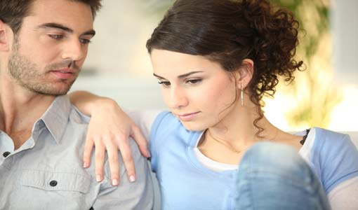 ما هي الأمور التي تتظاهرين بها أمام زوجك؟