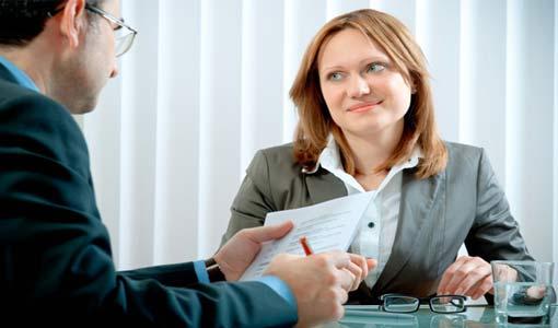 كيف تجتازين أول مقابلة عمل؟