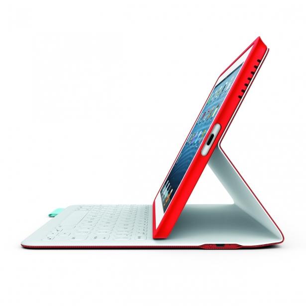 """لجأت شركة Logitech و""""مايكروسوفت"""" إلى صنع لوحة مفاتيح FabricSkin فوليو خاصة بالـiPad."""