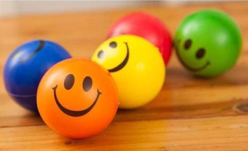 الابتسامة تزيّن التحية