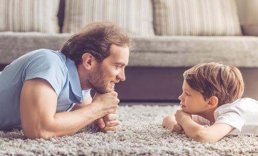 ثمانية أمور ينبغي للأب تعليمها لابنه