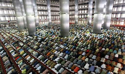 ما تركزه الصلاة في النفس والمجتمع