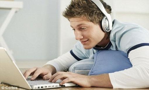 رغبات الشباب في العكوف على الإنترنت