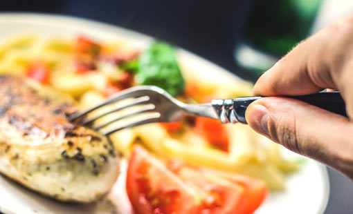 إضطرابات الطعام.. أنواعها وطرق العلاج