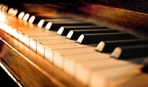 عازف البيانو