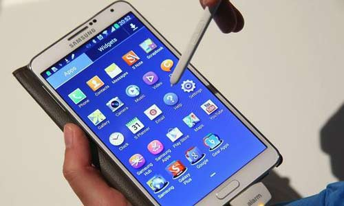 سامسونغ تخطط لإطلاق هاتف بشاشة ثلاثية