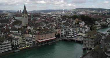 أغنى رجل سويسرى يعتزل العمل