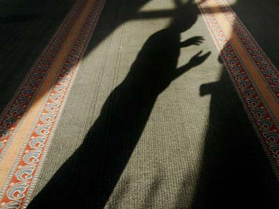 دعاء اليوم الثالث والعشرون: (اَللّهُمَّ اغْسِلْني فيهِ مِنَ الذُّنُوبِ، وَطَهِّرْني فيهِ مِنَ الْعُيُوبِ،...)