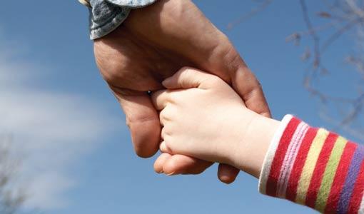 حاجة الطفل إلى المحبة.. أساسية