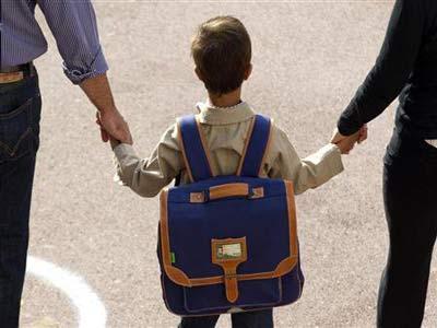 سعودي يبتكر حقيبة لتلاميذ المدارس