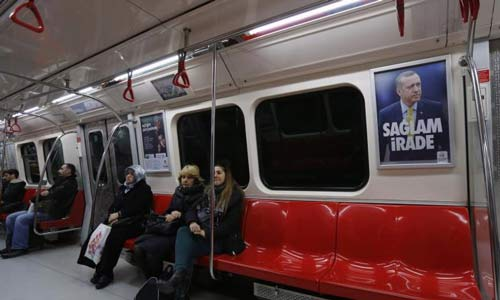 سيخ حديدي يخترق فخذ راكب بمترو إسطنبول