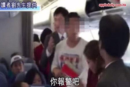 طفل في الثالثة يتسبب في تأخير رحلة طيران
