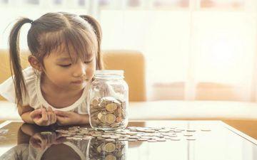 تعليم الطفل احترام المال