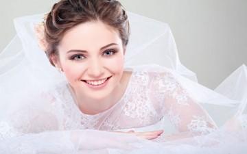 أتفضلين ارتداء فستاني زفاف في عرسك؟