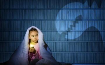 خوف الطفل من الظلام.. أسبابه وحلوله