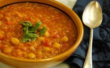 حساء الحمص مع المعكرونة المحشوة باللحم