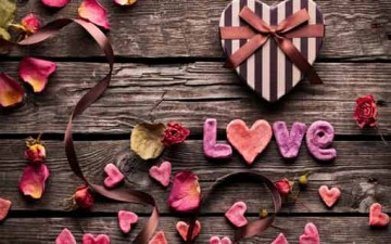 عشر وسائل لتنمية الحب بين الزوجين