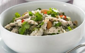 سلطة الأرز والدجاج التايلندية