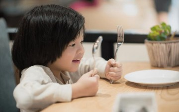علّمي طفلك آداب المائدة