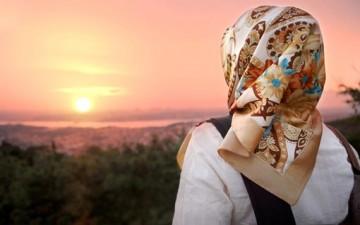 المرأة بين دورين.. مسلمة وزوجة
