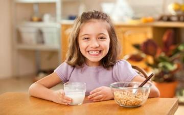 وجبة الإفطار تُنشط الخلايا الدماغية لطفلك