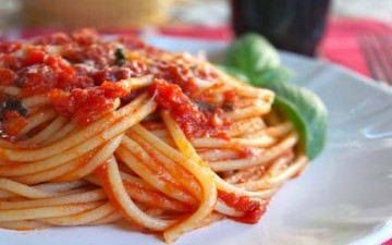 سباجيتي بصلصة «البيستو» الإيطالية