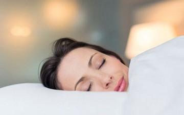النوم وتأثيره على البشرة