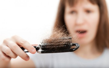 تساقط الشعر لدى النساء