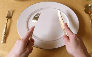 آداب المائدة والاخطاء العشرة الشائعة
