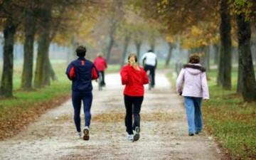المشي يبطئ تلف الدماغ