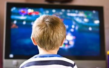 آثار التلفاز السلبية على الأبناء