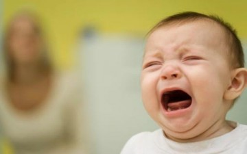 أيتها الأم.. لا تهزي رضيعك عند بكاءه