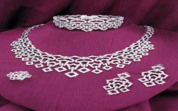 قواعد ارتداء المجوهرات في كل المناسبات