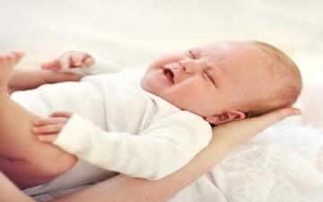 لا تهزي طفلك الرضيع عند بكائه