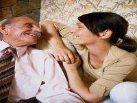 الزواج برجل مسن..كيف نتعايش مع الإنتقادات؟