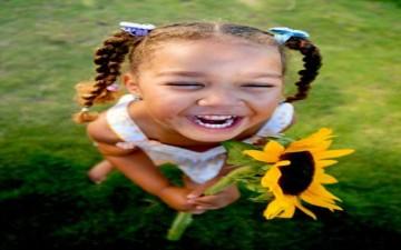 الضحك يحفز الدماغ