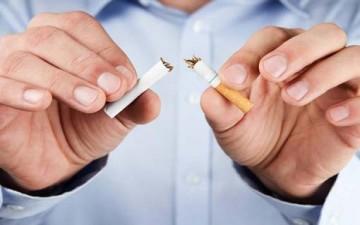 عشر طرق لإبعاد إبنك المراهق عن التدخين
